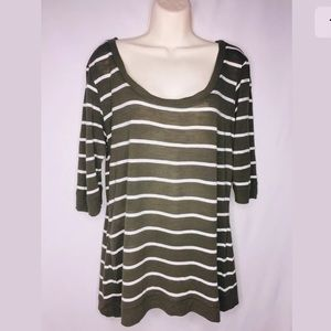 TORRID Size 0 (XL) Stripe Print  3/4 Sleeve top 💜